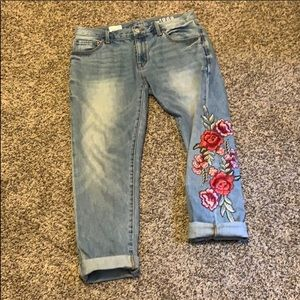 Mom's fit jeans. Excellent conditions. Size 28R